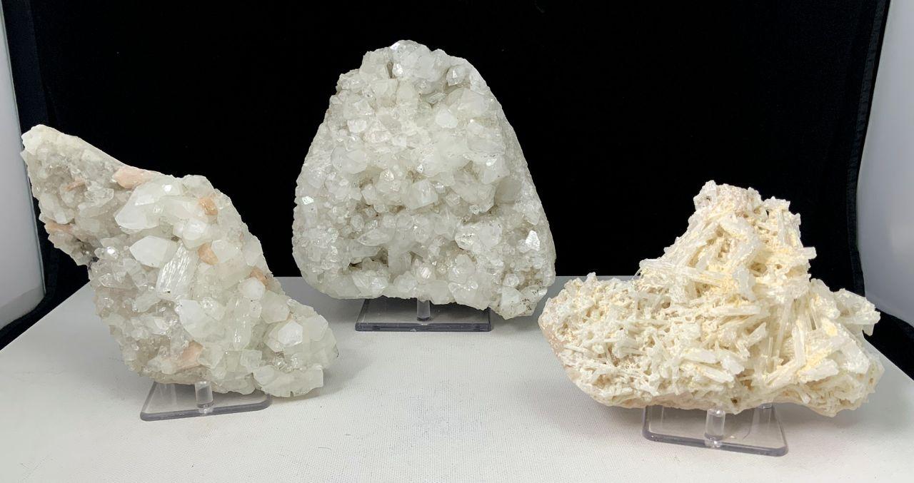 Apophyllite, stillbite, scolecite