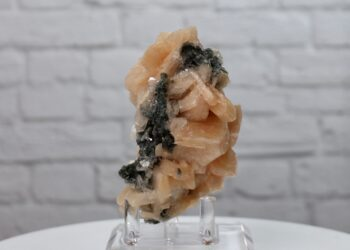 Stilbite on Chalcedony