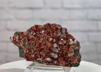 Red Apophyllite on Heulandite